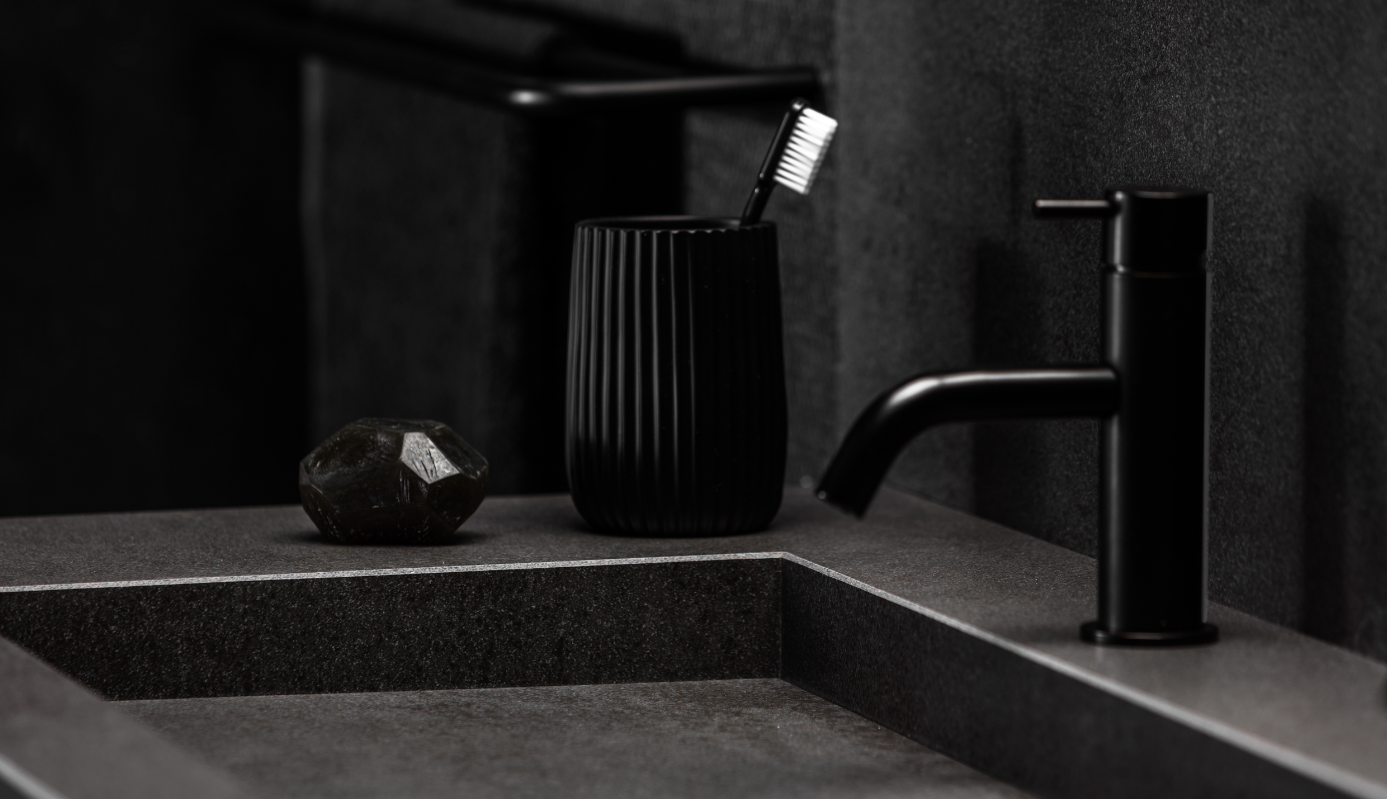 Badkamer trend monochrome black wastafel